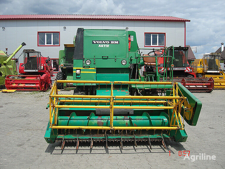 VOLVO 1130 combine-harvester