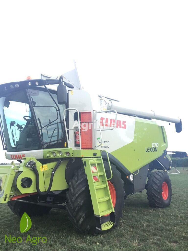 CLAAS Lexion 670  grain harvester