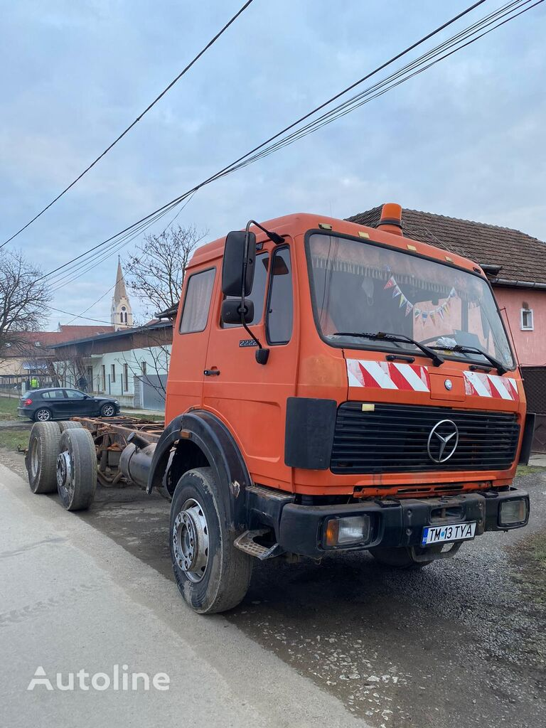 MERCEDES-BENZ 2222 chassis truck
